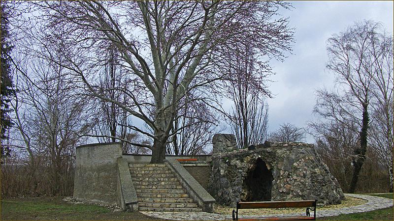 Kont-fa, Hédervár